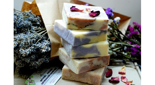 Натуральное мыло для мягкого очищения кожи
